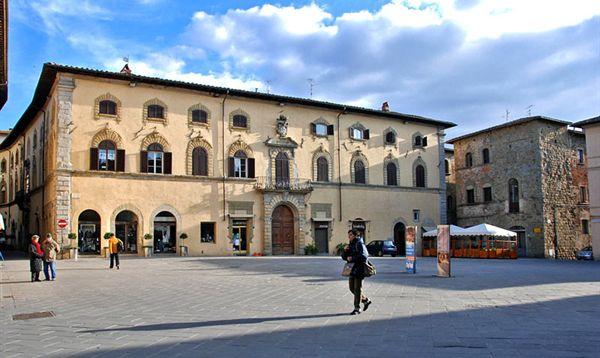 sansepolcro- piazza torre di berta particolare