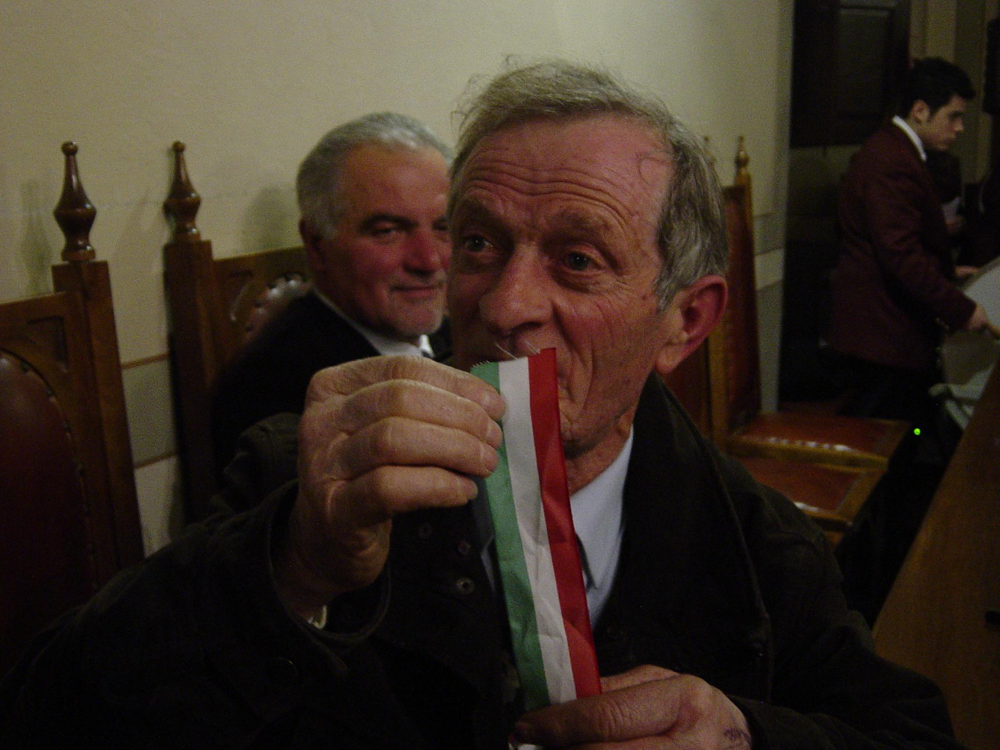 sansepolcro nostro mitico licio pasquini consigliere comunale lega nord 2006-2011 bandiera d'italia
