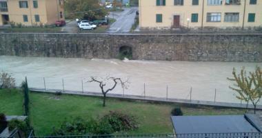 Pieve Santo Stefano-cento storico veduta-fiume Tevere in piena