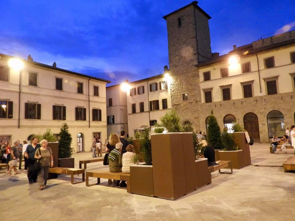 sansepolcro- piazza torre di berta nuovo arredo